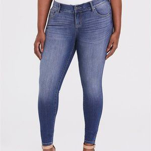 TORRID BOMBSHELL SKINNY JEAN PREMIUM STRETCH LIGHT